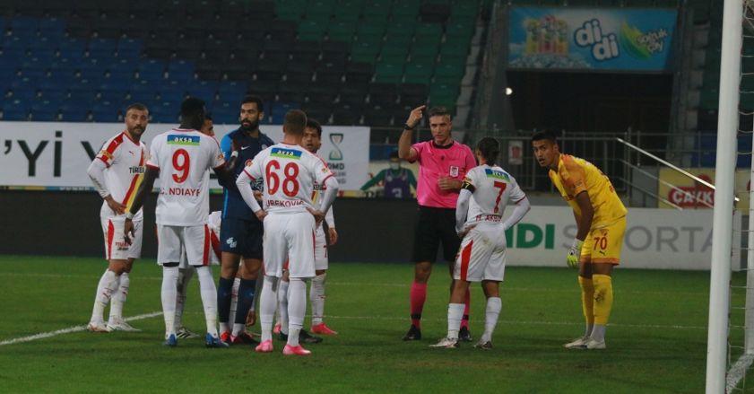Süper Lig'in ilk yarısında Göztepe'ye penaltı darbesi